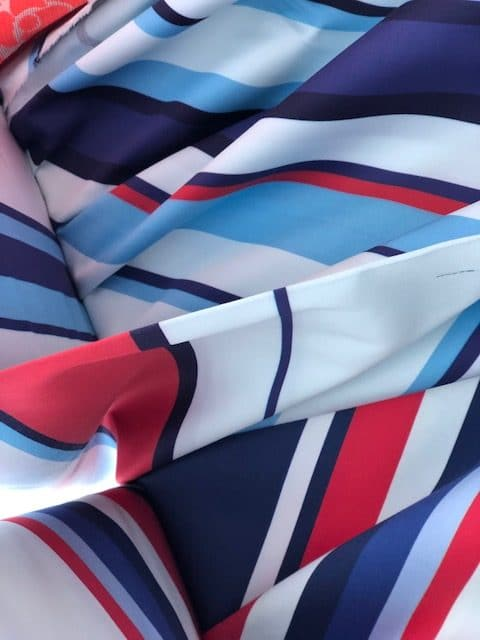 Modestof felle kleuren rood wit blauw